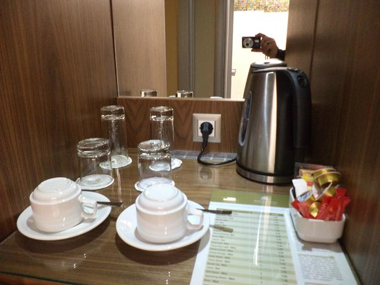 Atrium Platinum Hotel: Coffee and Tea