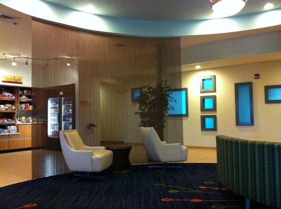 SpringHill Suites St. Louis Airport/Earth City : Lobby