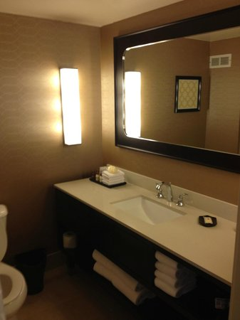 Sheraton Pleasanton Hotel: modern bathroom