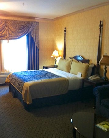Ayres Hotel & Suites in Costa Mesa - Newport Beach: Hotel Room