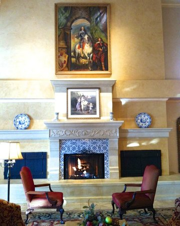 Ayres Hotel & Suites in Costa Mesa - Newport Beach: Lobby Area