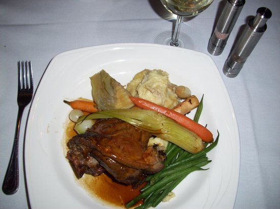 Cafe Navarre: Lamb Shank - large portion, very moist and flavorable ($25)