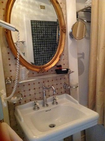 Terranobile Metaresort : petite salle de bains