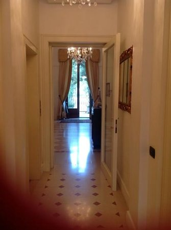 Terranobile Metaresort: couloir des chambres, reception, jardin