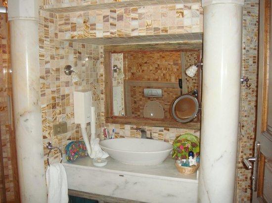 Cappadocia Cave Suites: Room 301, Sink