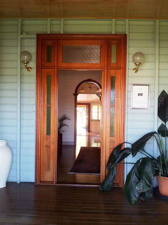 Classique Bed and Breakfast: B & B Entrance