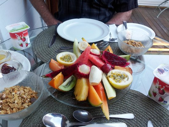 Classique Bed and Breakfast: Tropical Platter
