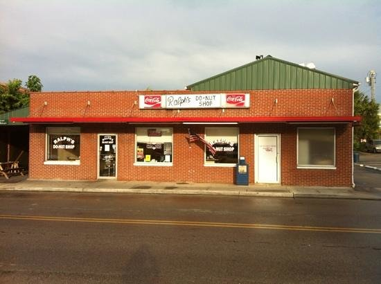 Ralph's Donut Shop: Front of store