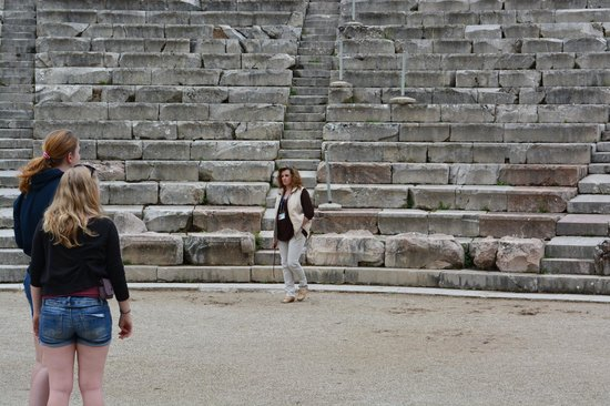 Epidaurus Antik Tiyatrosu: Guardian stopping girls from posing on stage