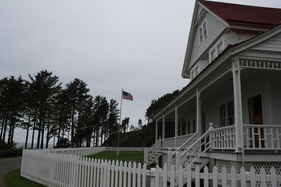 Heceta Head Lighthouse Bed and Breakfast: Heceta Head Lighthouse and Keepers House