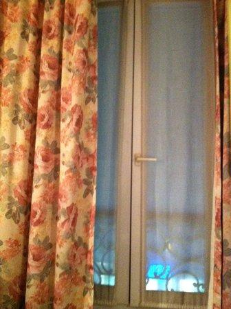 Corail Hotel: window