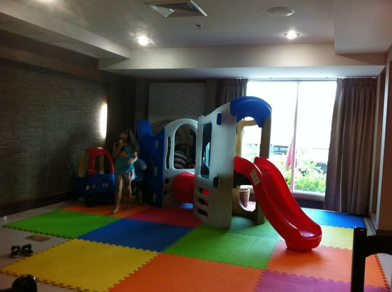 Convenient Grand Hotel: Kids play area in breakfast room