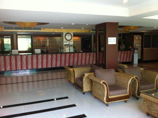 Convenient Grand Hotel : Lobby