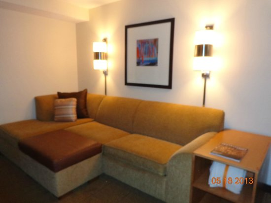 Hyatt Place Long Island East End: sitting area with pullout couch