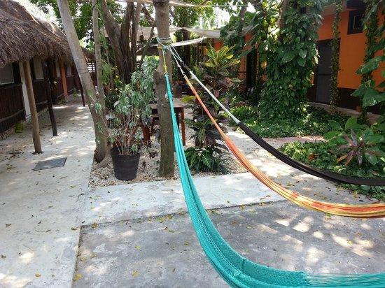 Secret Garden Hotel: Hamacas