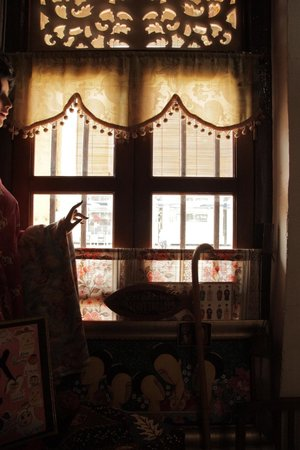 Katong Antique House: shop window