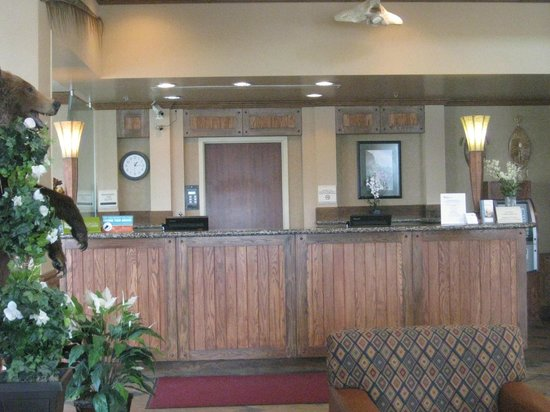 Hilton Garden Inn Anchorage: Front desk