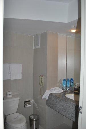 NM Lima Hotel: Bathroom