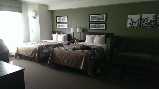Sleep Inn Buffalo Airport: two double beds with an extra sofa with pullout bed
