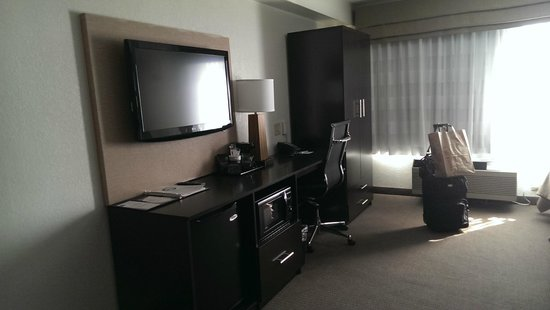 Sleep Inn Buffalo Airport: large desk, flat screen tv, bar fridge and microwave included