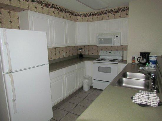 Grand Crowne Resort: kitchen