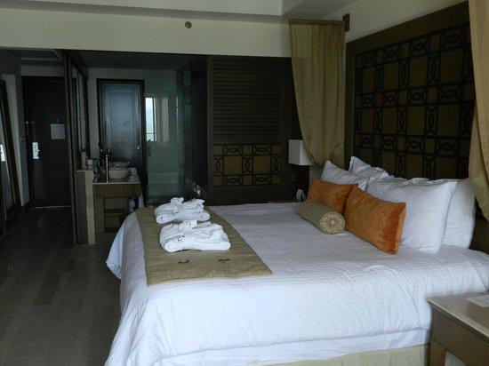 Now Amber Puerto Vallarta: Bedroom to Bath