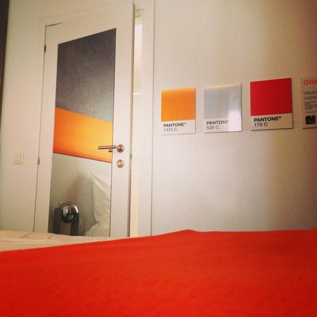 Pantone Hotel: Bathroom door.