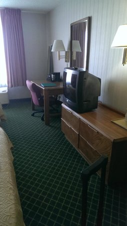 Quality Inn: as you can see, the tv and furniture need an upgrade