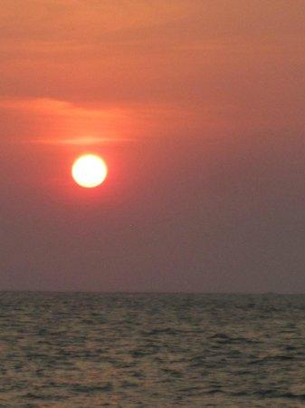 Marina Puesta del Sol: Disfrutando del sunset en el Rancho bar en la playa
