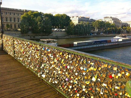 En El Puente De Los Enamorados 233 Stos Dejan Un Candado En Recuerdo De Su Amor Picture Of