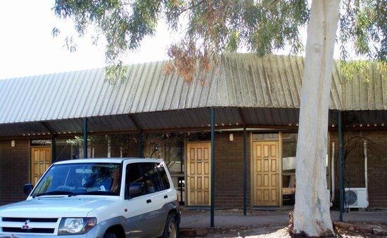 Travellers Rest, Marla: Motel rooms block