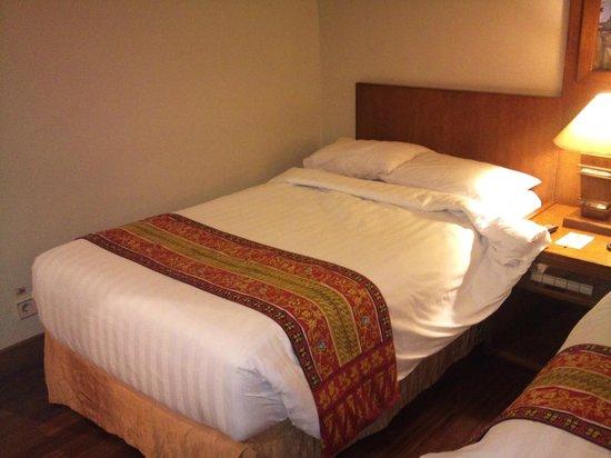 Grand Inna Malioboro: Bed in the room