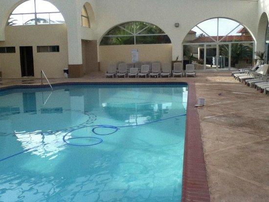 Puerto Nuevo Baja Hotel & Villas: alberca techada