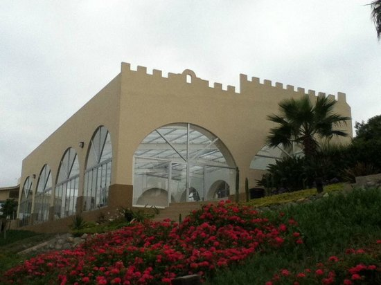 Puerto Nuevo Baja Hotel & Villas : exterior alberca techada y climatizada