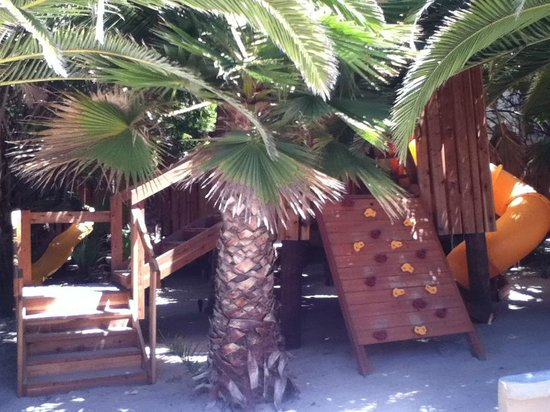 Puerto Nuevo Baja Hotel & Villas : area de juegos infantiles