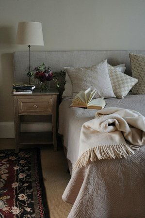 Red Feather Inn: Library Suite