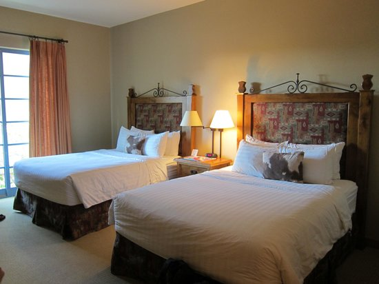 Lodge on the Desert : Two luxurious beds