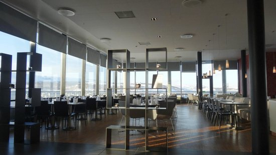 Thon Hotel Kirkenes: Dining room with sea views & snow capped mountains in background