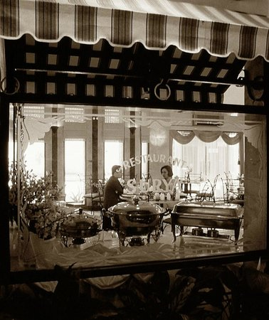 Hotel Surya Baru: Restaurant