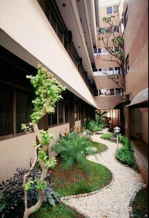 Hotel Surya Baru: Garden