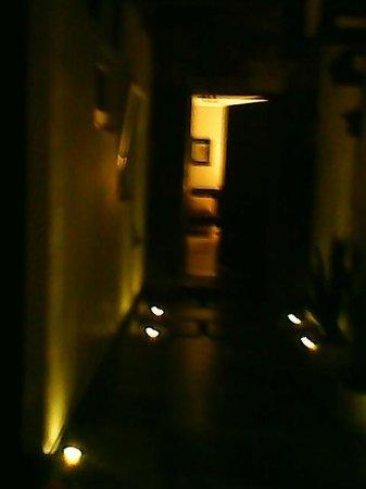 M Hoteles Concepto: Camino a nuestra habitación, (noche)