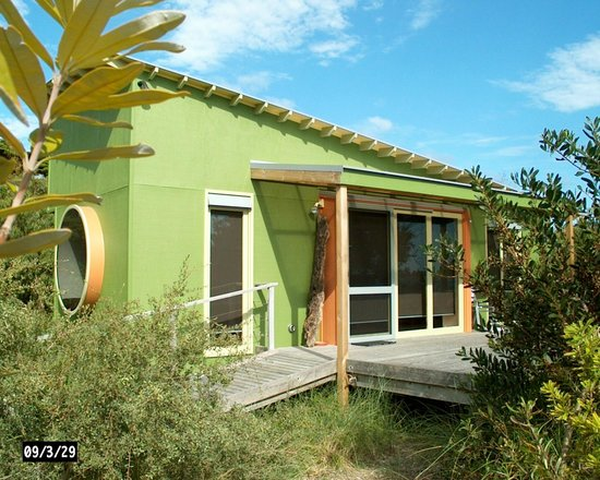 Beachside Retreat West Inlet: Ecocabin studio cabin