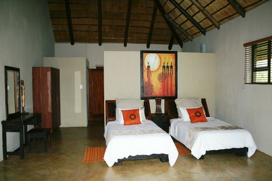 Naledi Bushcamp and Enkoveni Camp: Leadwood suite second bedroom