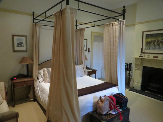 Hacklewood Hill Country House: Our bedroom