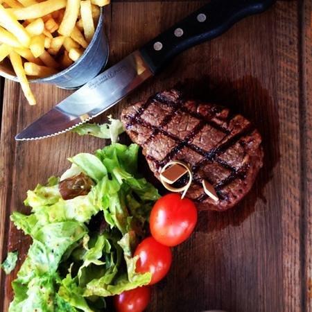 The Stellenbosch Wine Bar and Bistro: artistic steak presentation