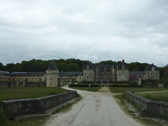 Chateau de Gizeux: Vue d'ensemble en arrivant