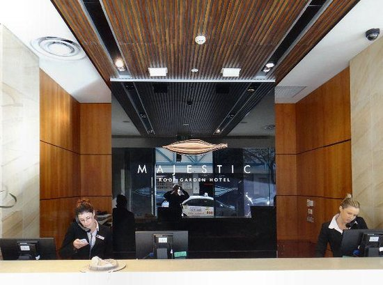 Majestic Roof Garden Hotel: The Reception