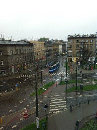 Aparthotel Globus : Vista del cruze de vias de tranvia, desde la habitación.
