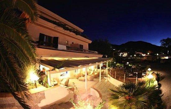 Hotel Delfino : Esterno Hotel by night