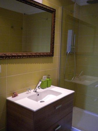 Violeta Boutique: Bathroom